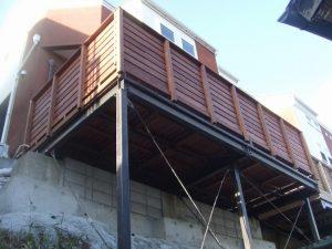 基礎工事による土砂流出防止と安全の確保、そしてウッドデッキ工事。