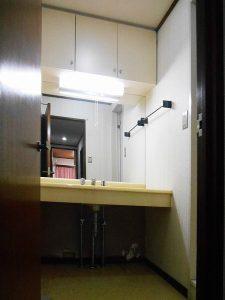 マンションリフォーム:施工前の洗面化粧台