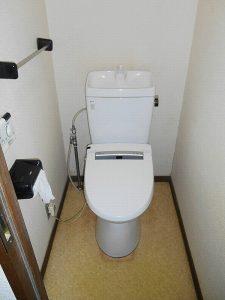 マンションリフォーム:施工前のトイレ