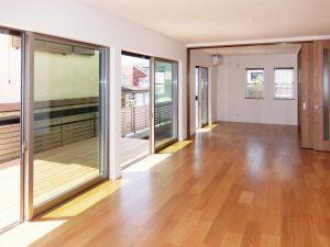 新築工事:広々リビングorドアで仕切って2部屋にも