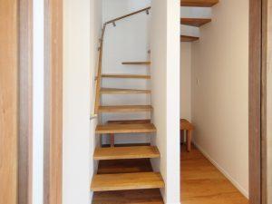 新築工事:階段