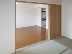 [マンションリフォーム]和室の戸襖→木目調の引込み戸