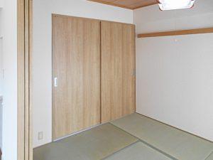[マンションリフォーム]和室押入の襖→木目調の引違い戸