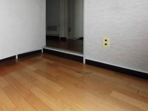マンションリフォーム:廊下と洋室の段差状況[施工前]